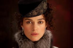 نایتلی در نمایی از فیلم آنا کارنینا