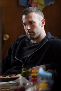 بن افلک در نمایی از فیلم شهر
